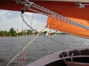 """Blick vom Boot aus in Richtung """"Kajüte"""""""