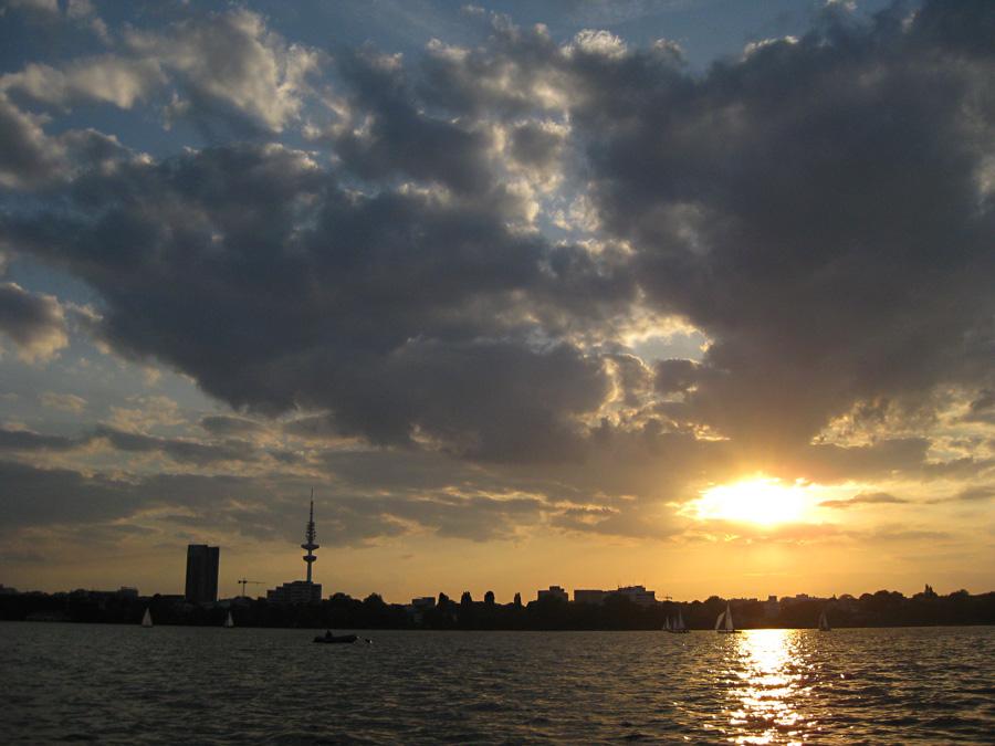 Der Sonne und dem Fernsehturm entgegensegeln